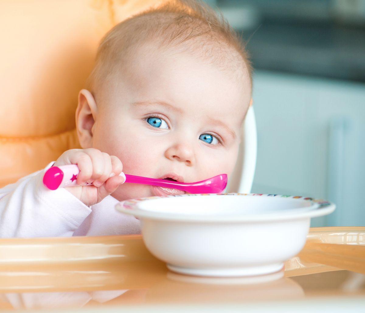 طعام الطفل في الشهر الرابع الى السادس مرحلة أولي تغذية الطفل
