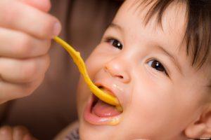 غذاء الطفل في الشهر السادس الى الثامن مرحلة ثانية