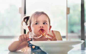 مرحلة فطام الطفل وأفكار لتقديم الأطعمة الصلبة لطفلك