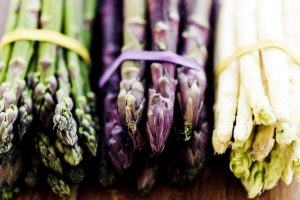 ما هو نبات الهليون ومتى يمكننى تقديم الهليون في وصفات طعام طفلي؟