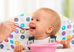 جدول طعام الطفل في الشهر الثامن الى الثاني عشر لأيام الإسبوع