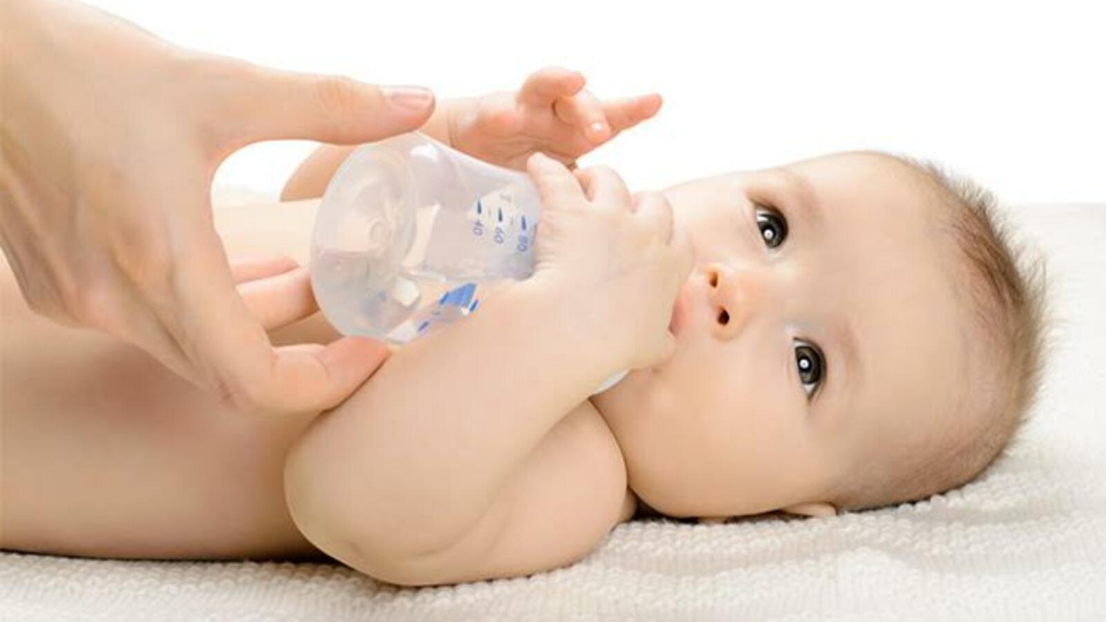 Photo of متى يشرب الطفل الماء ؟