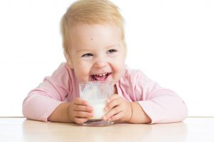 هل يمكننى اعطاء الحليب للطفل ؟ (الكامل الدسم)