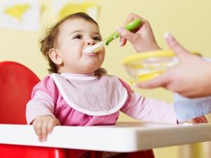 جدول طعام الطفل في الشهر السادس لكل أيام الإسبوع