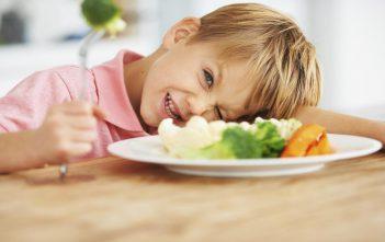 ماذا تفعلين إذا كان طفلك يكره تناول الاطعمة الغنية بالكالسيوم ؟