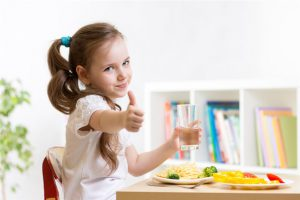 ماذا تفعلين إذا كان طفلك يكره تناول الاطعمة الغنية بالكالسيوم