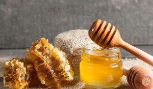 فوائد عسل النحل الصحية والجمالية