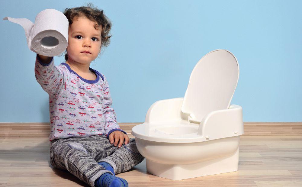 طريقة تعليم الطفل الحمام ونصائح لتخليصه من الحفاضة