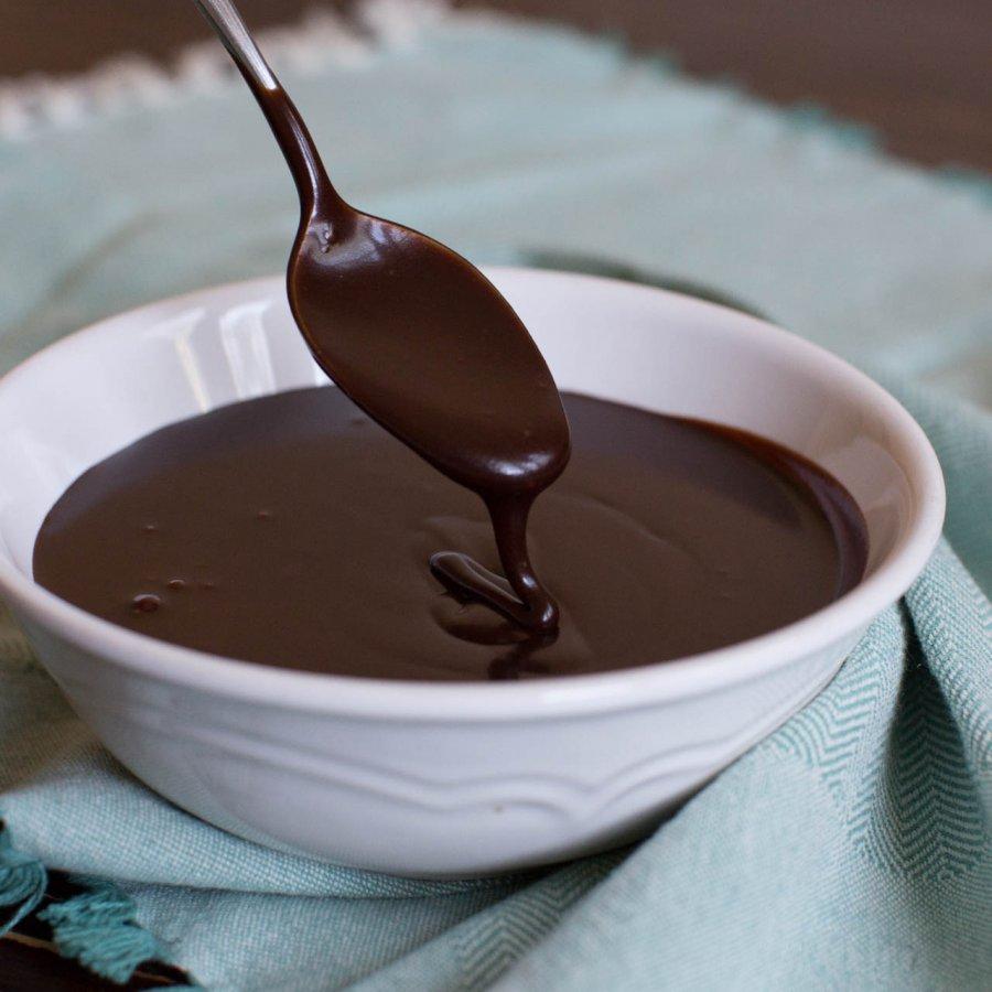 Photo of طريقة عمل صوص الشوكولاتة لتزيين الكيك والحلويات