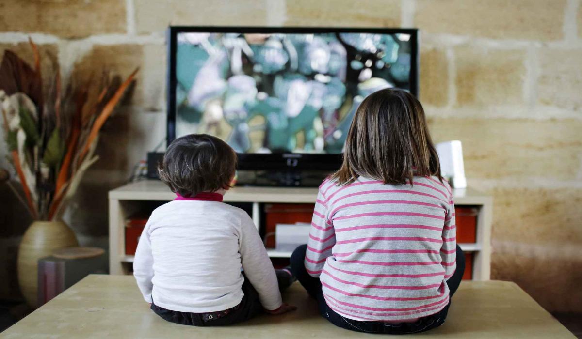 Photo of كيف تمنعين طفلك من مشاهدة التلفاز كثيرا