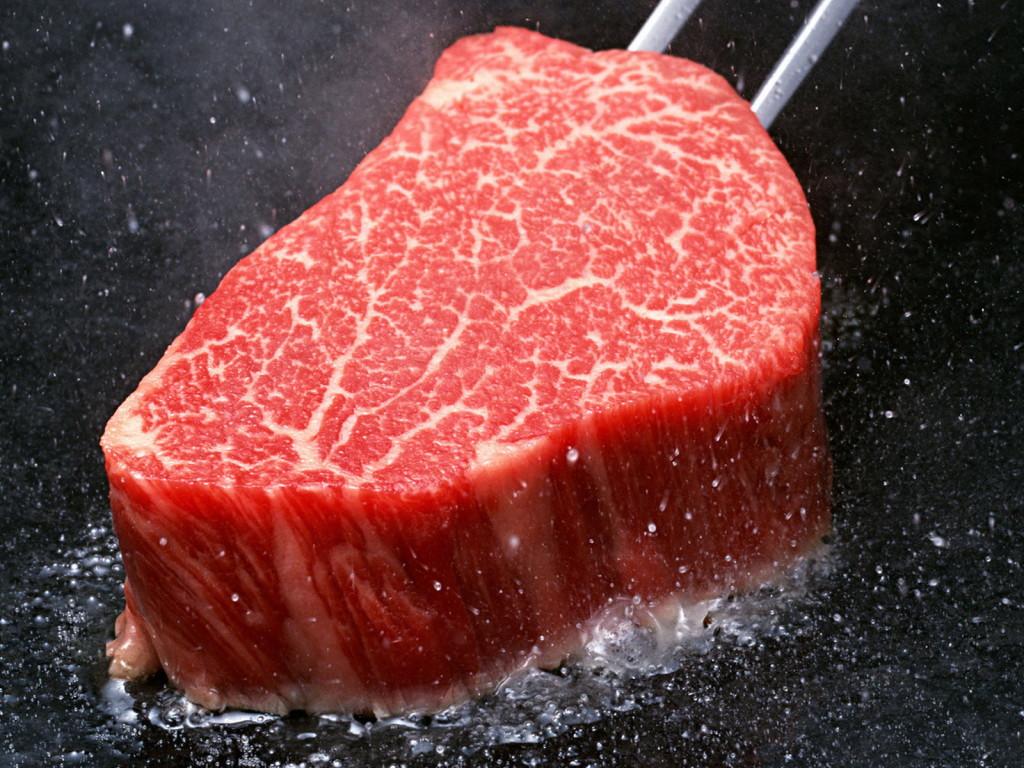 Photo of السائل الاحمر في اللحوم الحمراء ليس دمًا!