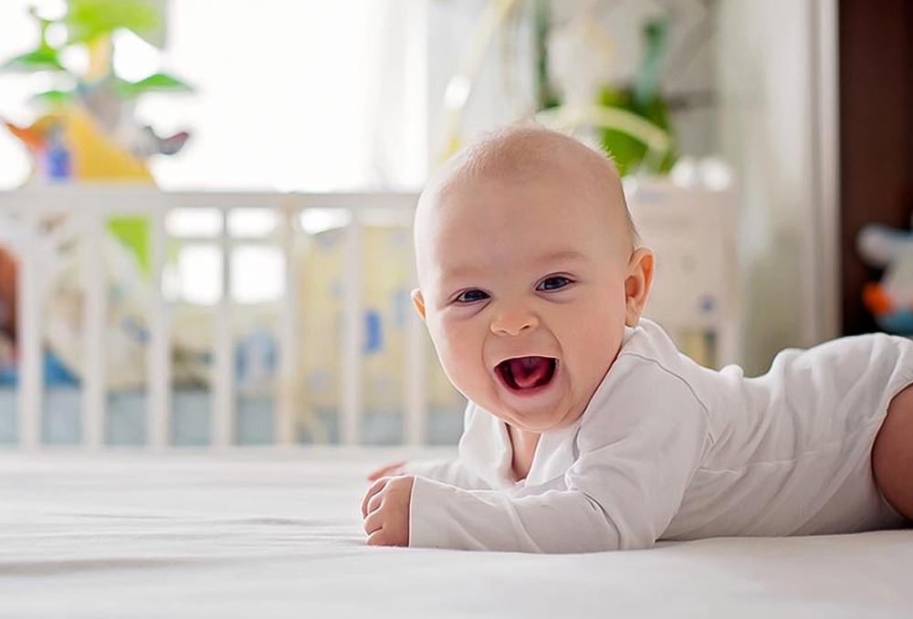 Photo of مراحل التطور عند الطفل في عامه الأول