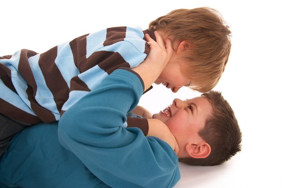 Photo of ضرب الطفل زملاءه بالحضانة هل هو عنيف وكيف أتعامل معه ؟