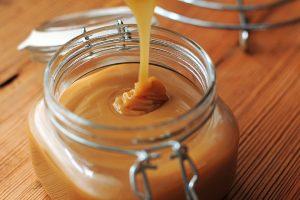 صوص الكراميل بالعسل ناجح جداً للمبتدئين بالصور