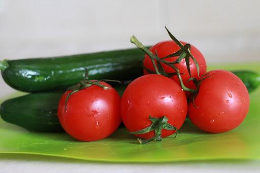 لا تضعي الخيار مع الطماطم في الثلاجة
