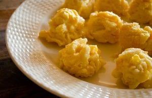 كرات مكرونة بالجبن المقلية بالصور
