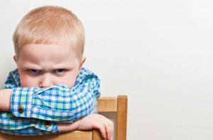 متي المشاكل السلوكية للطفل تستدعي العلاج !