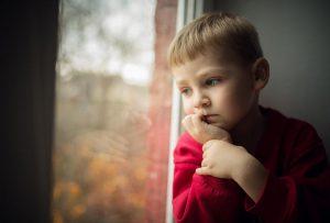 مشاكل التوحد عند الاطفال وحلول للطفل التوحدي