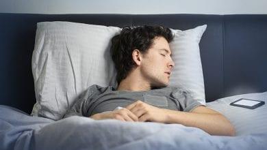 Photo of احذر الاحتفاظ بالهاتف اثناء النوم لهذا السبب