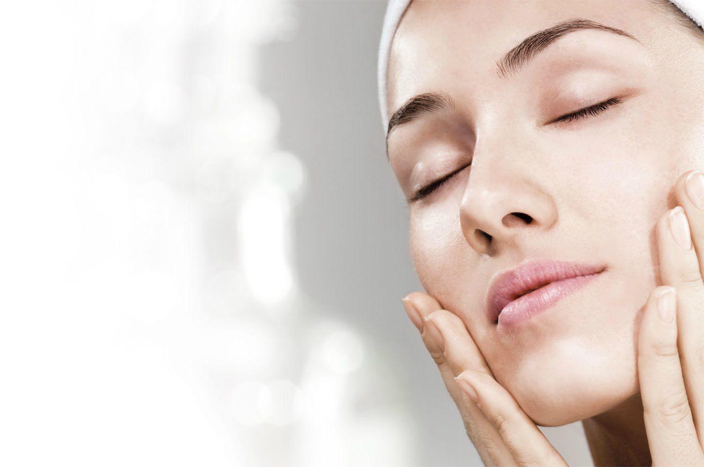 خلطات تبييض أجنبية فعالة لإزالة اسمرار الوجه والرقبة