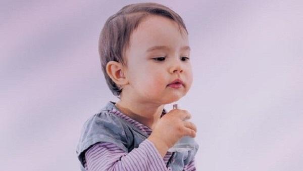 أضرار وخطورة إستعمال عطور الاطفال الرضع