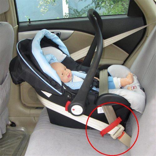 الامان عند ركوب السيارة للاطفال