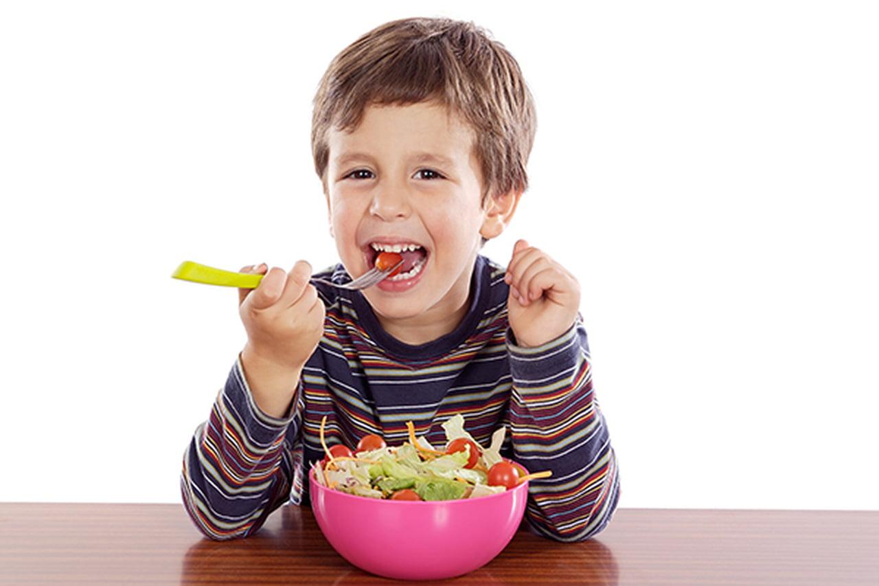 Photo of طفلك يكره الخضروات ؟ إليك نصائح لاكل الطفل الخضروات