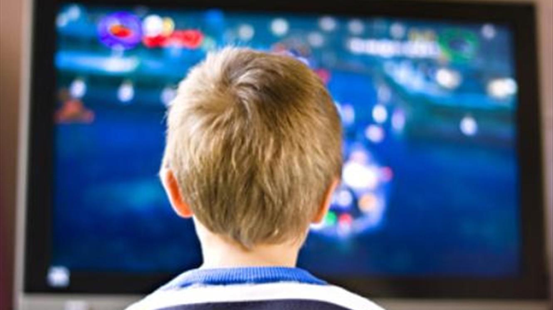 Photo of كيف نجعل مشاهدة التلفزيون وسيلة تعليمية تساعد الطفل على التعلم