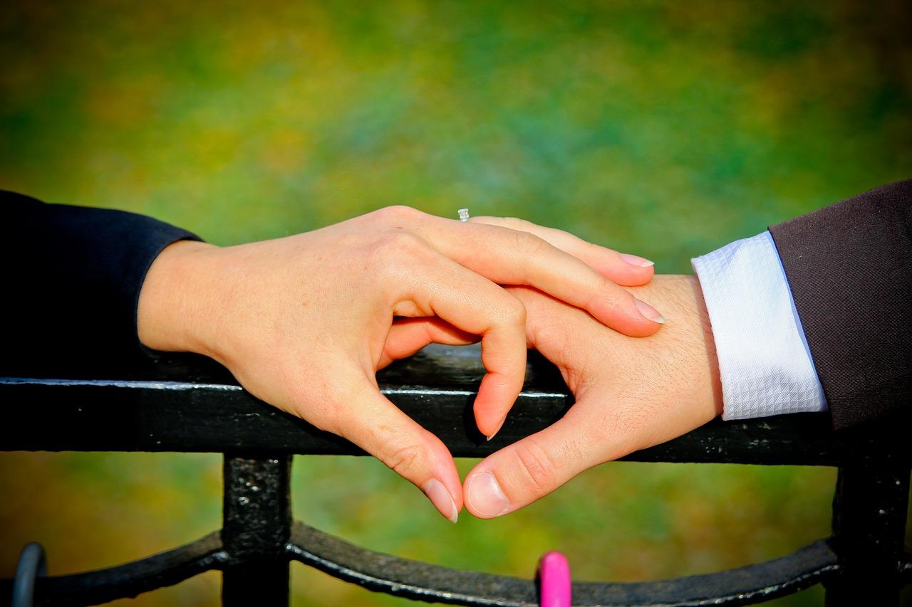 Photo of اهمية لغة الجسد في السعادة الزوجية والتفاهم بين الزوجين