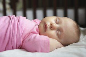 كيف تقللى من مخاطر الموت المفاجئ لحديثي الولادة