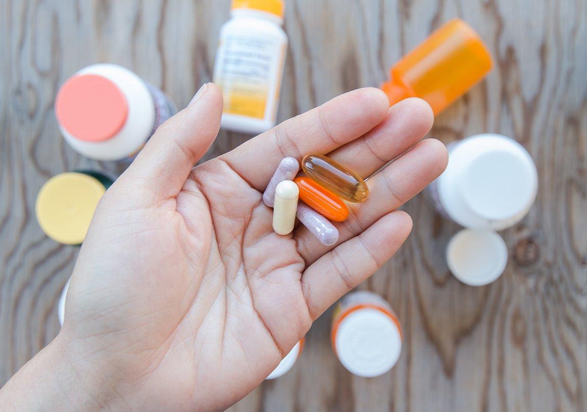 Photo of أعراض تخبرك بأنك تعانى مننقص الفيتامينات في الجسم
