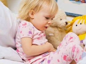 متى يعد ألم البطن عند الاطفال خطرا