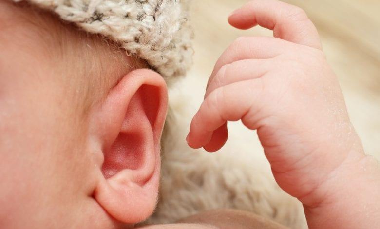 التهاب الاذن الوسطي عند الرضيع