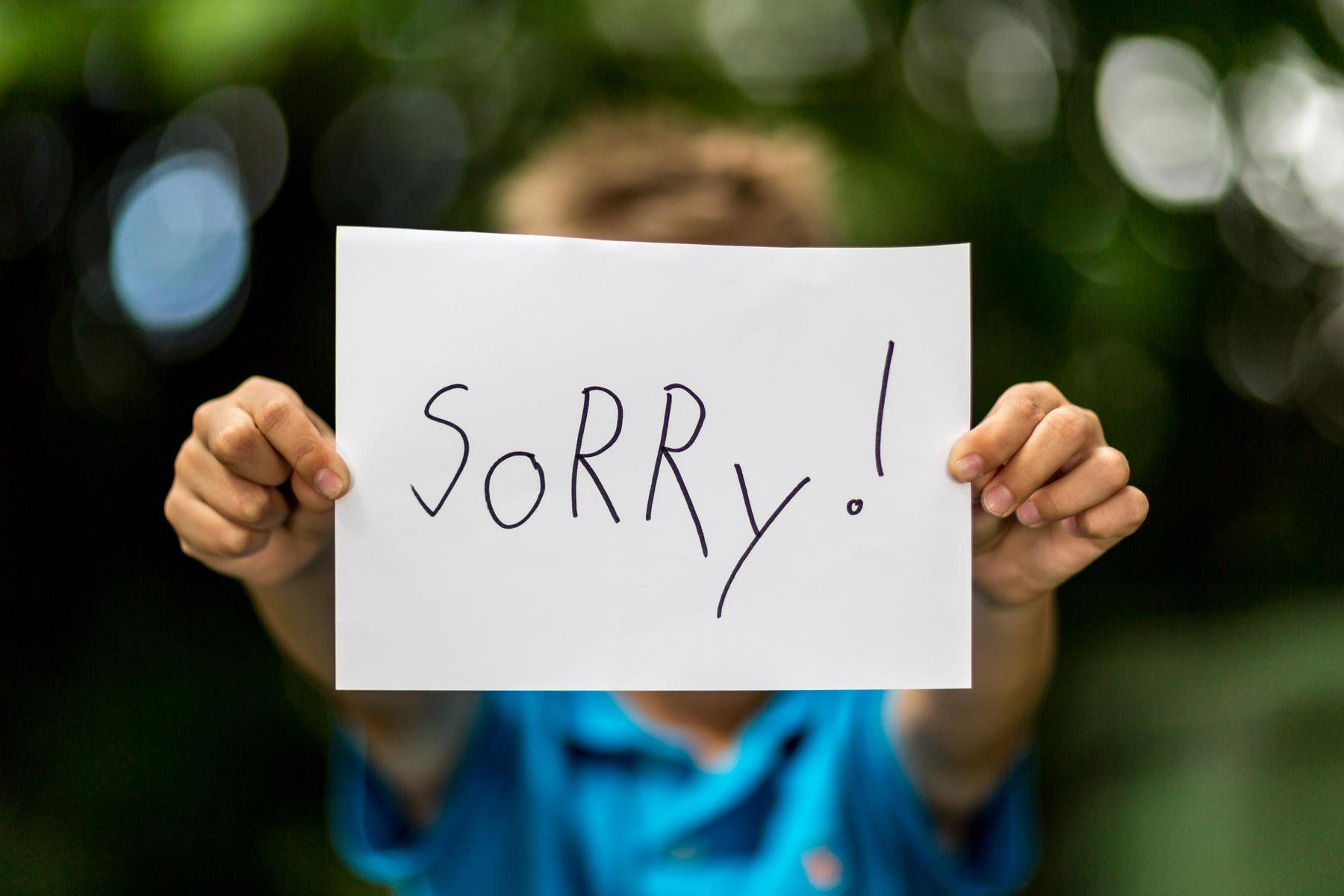 Photo of عندما تعتذر لطفلك فأنت تعمل علي تعليم الطفل الاعتذار