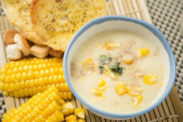 شوربة الذرة الحلوة وفائدتها الصحية بفصل الشتاء