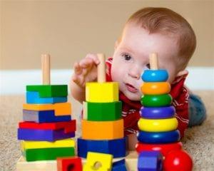 كيفية تعويد و تعليم الطفل اللعب وحده بدونك بالتدريج