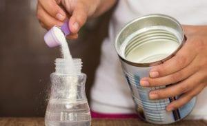 نصائح لتحضير رضعة الحليب الصناعي لطفلك