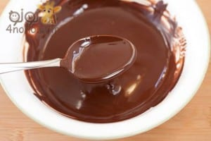 طريقة عمل براونيز الكاكاو بصوص الشوكولاتة بالصور