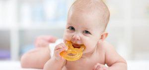 التغلب علي مشاكل التسنين عند الاطفال بطرق طبيعية