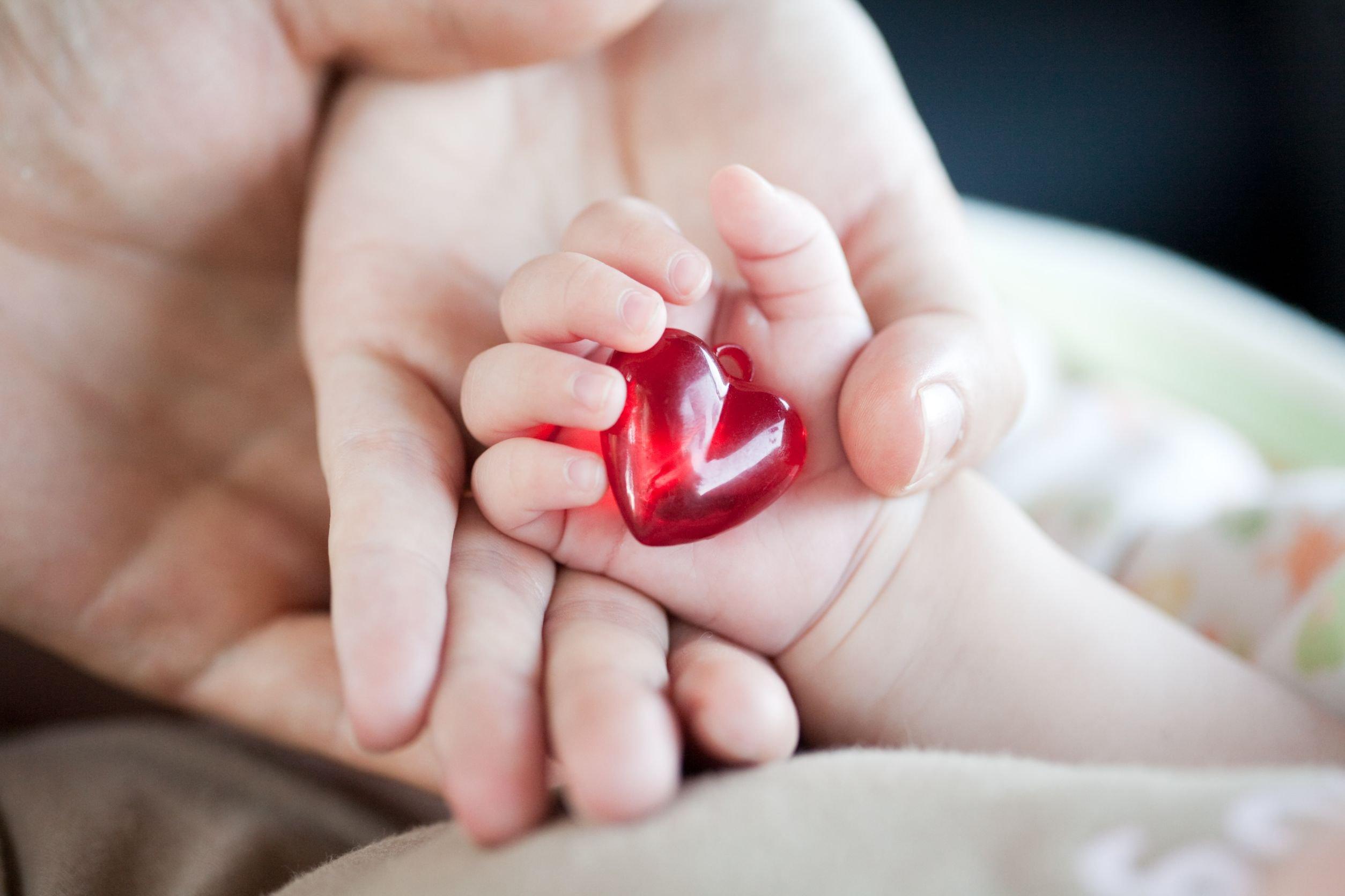 حب الام الزائد للاطفال حب يخنق الاطفال