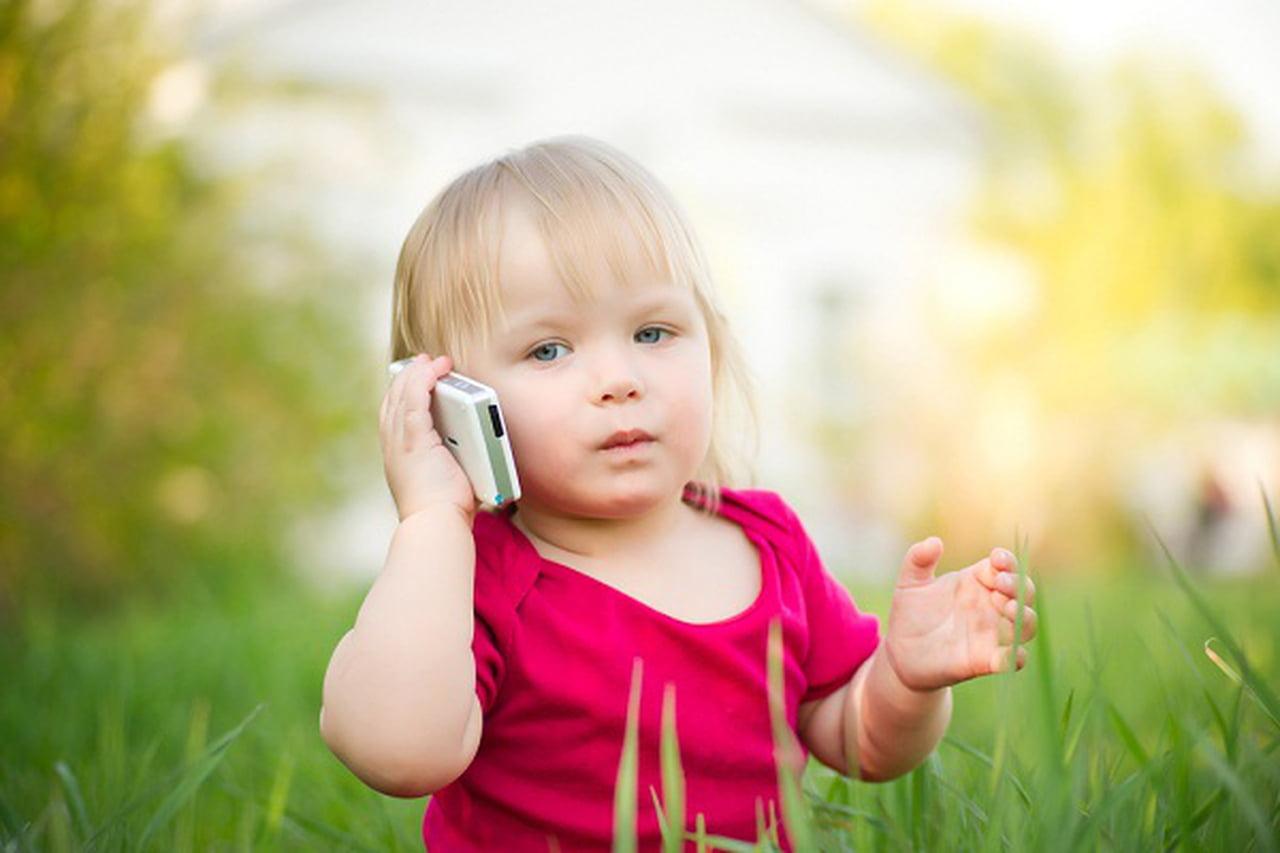Photo of فى أى عمر نستطيع اعطاء الطفل هاتف خاص به