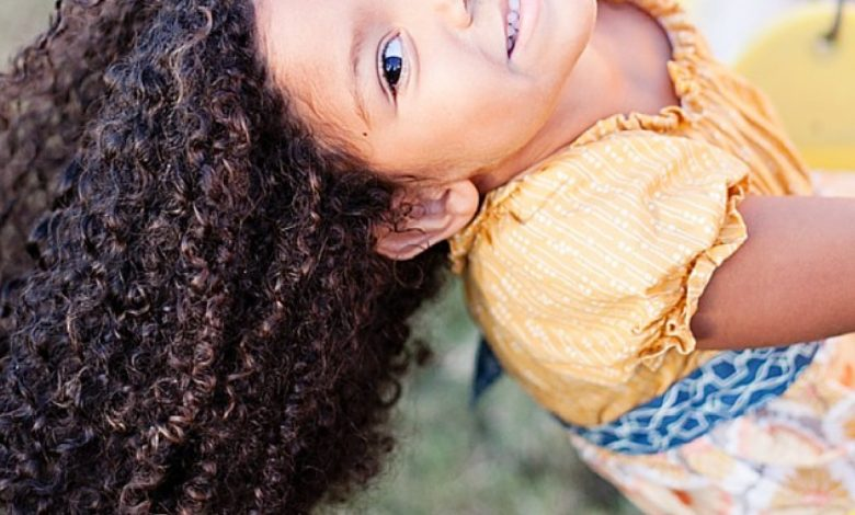 نصائح لشعر الاطفال المجعد لكل أم 5 نصائح لشعر الاطفال المجعد - صحة الطفل -  فورنونو