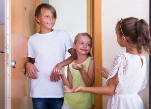 نصائح عن كيفية تعليم الطفل اصول الضيافة