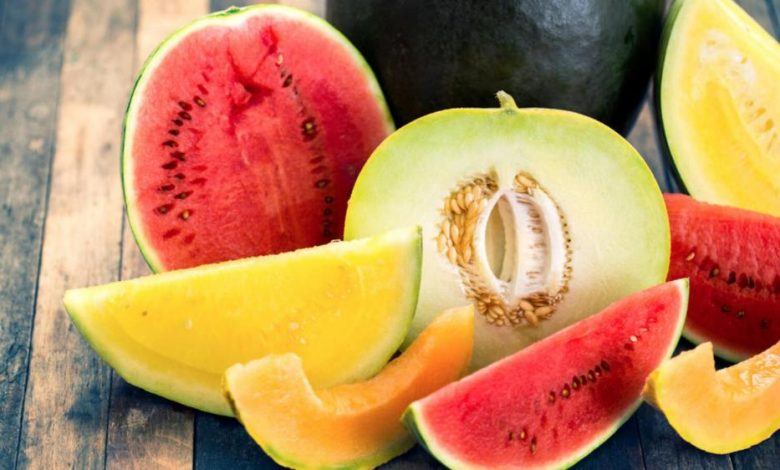 فوائد البطيخ والشمام في الصيف وكيف تشتريهم