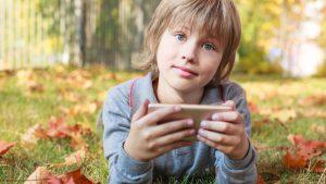 نصائح حماية الاولاد من رسائل الهواتف الذكية