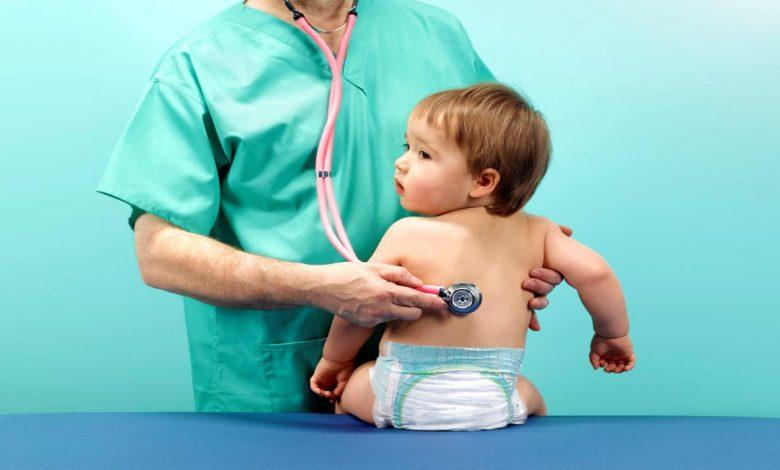 اعراض لدي الطفل تستدعي استشارة طبيب الاطفال