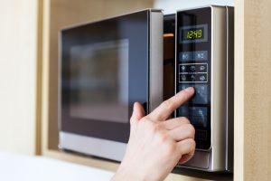 شروط استخدام الميكروويف بأمان حتى نضمن صحة طعامنا