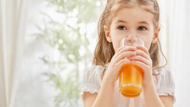 Photo of فوائد واضرار المبالغة في تقديم العصير للطفل