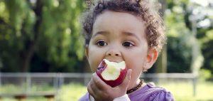 أطعمة تساعد فى علاج الامساك عند الاطفال