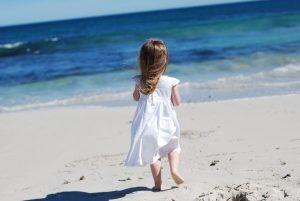 إحتياطات الذهاب الي شاطئ البحر مع اطفالنا